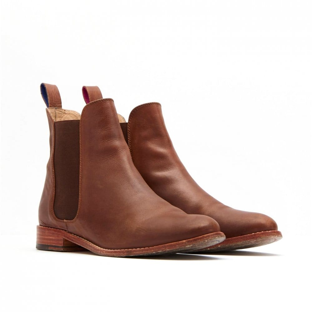 Discover the women's Chelsea boots collection at ASOS. Shop our range of heeled and flat Chelsea boots in brown or black colours for women. Shop your style! your browser is not supported. To use ASOS, we recommend using the latest versions of Chrome, Firefox, Safari or Internet Explorer.