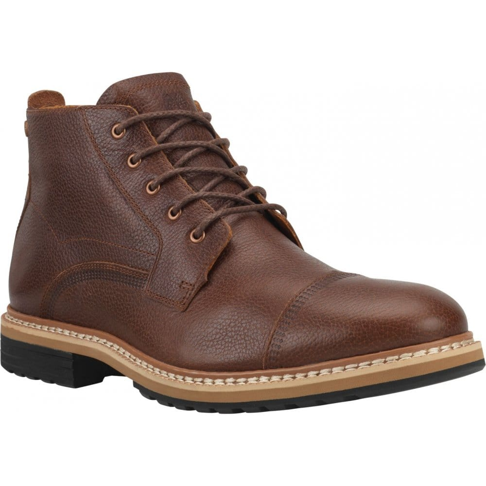 Over the following 40 years, Timberland developed their original six-inch boot as well as an ever-growing range of boots and trainers that embody the ultimate combination of style and comfort, complete with the injection-moulding technology that originally put the brand on the map.